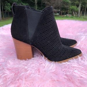 Marc Fisher cutout ankle booties NWT 6